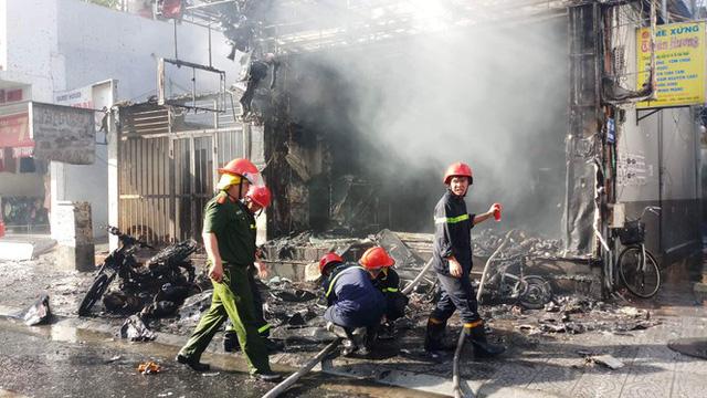 Cửa hàng thời trang Hàn Quốc cháy kinh hoàng giữa trung tâm TP Huế - Ảnh 4.