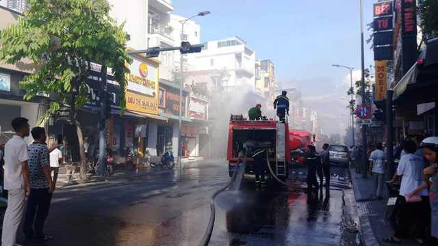 Cửa hàng thời trang Hàn Quốc cháy kinh hoàng giữa trung tâm TP Huế - Ảnh 5.