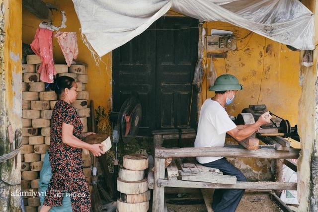 Tết Trung thu về làng Ông Hảo, gặp cặp vợ chồng 40 năm bám nghề làm trống: Đắng-cay-ngọt-bùi đã trải đủ, nhưng chưa 1 ngày mất niềm tin vào sức sống của nghề - Ảnh 2.