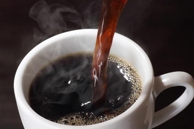 Nghiên cứu: Uống 1-4 tách cà phê mỗi ngày giúp bệnh nhân ung thư đại trực tràng kéo dài sự sống - Ảnh 1.