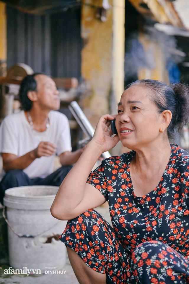 Tết Trung thu về làng Ông Hảo, gặp cặp vợ chồng 40 năm bám nghề làm trống: Đắng-cay-ngọt-bùi đã trải đủ, nhưng chưa 1 ngày mất niềm tin vào sức sống của nghề - Ảnh 15.