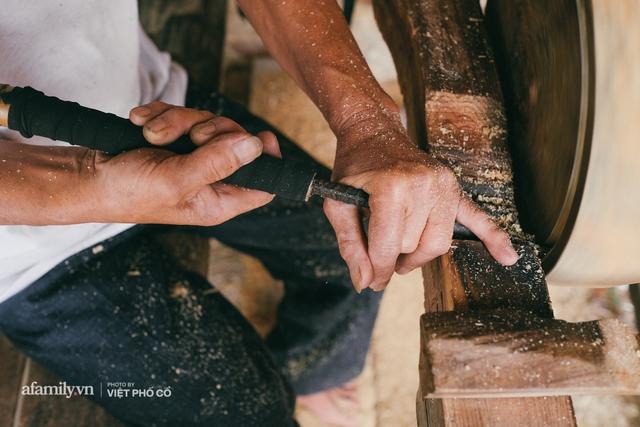 Tết Trung thu về làng Ông Hảo, gặp cặp vợ chồng 40 năm bám nghề làm trống: Đắng-cay-ngọt-bùi đã trải đủ, nhưng chưa 1 ngày mất niềm tin vào sức sống của nghề - Ảnh 18.