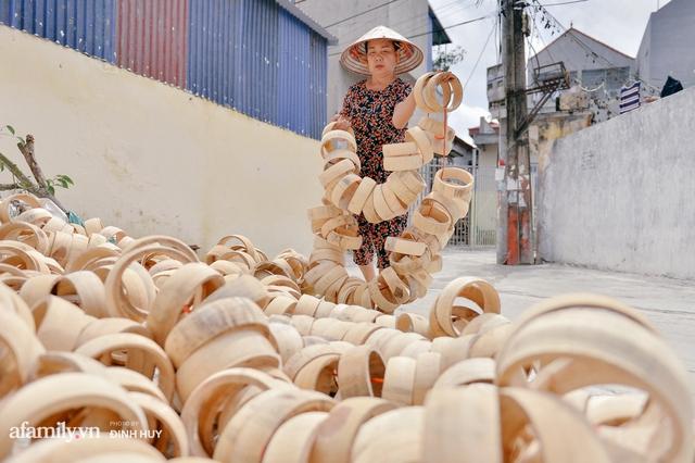 Tết Trung thu về làng Ông Hảo, gặp cặp vợ chồng 40 năm bám nghề làm trống: Đắng-cay-ngọt-bùi đã trải đủ, nhưng chưa 1 ngày mất niềm tin vào sức sống của nghề - Ảnh 9.