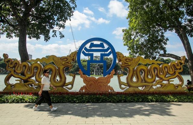 CLIP: Hà Nội rực rỡ cờ hoa kỷ niệm 1010 năm Thăng Long - Hà Nội  - Ảnh 1.