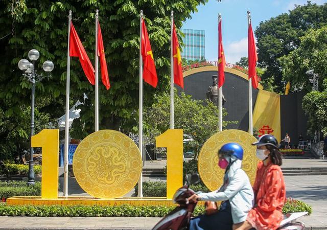 CLIP: Hà Nội rực rỡ cờ hoa kỷ niệm 1010 năm Thăng Long - Hà Nội  - Ảnh 2.