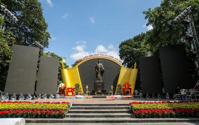 CLIP: Hà Nội rực rỡ cờ hoa kỷ niệm 1010 năm Thăng Long - Hà Nội  - Ảnh 12.
