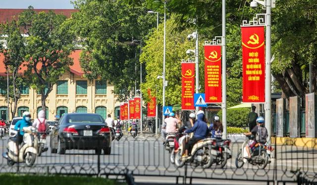 CLIP: Hà Nội rực rỡ cờ hoa kỷ niệm 1010 năm Thăng Long - Hà Nội  - Ảnh 14.