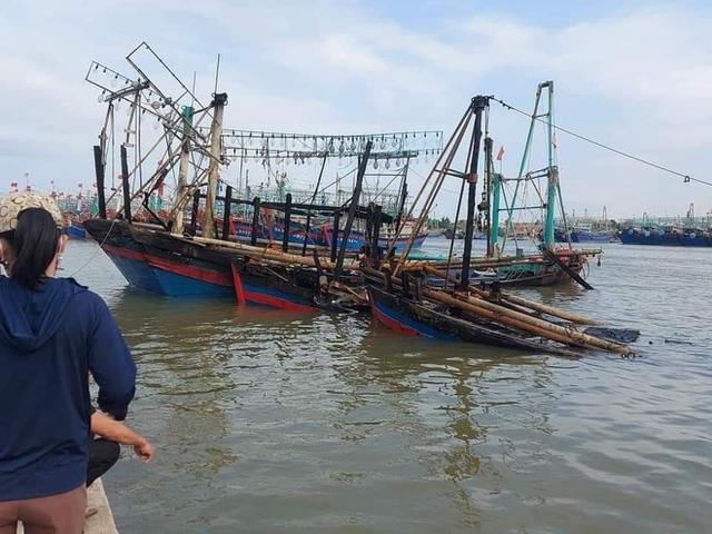 Toàn cảnh hiện trường vụ cháy 4 tàu cá chuẩn bị ra khơi, thiệt hại cả chục tỷ đồng - Ảnh 24.