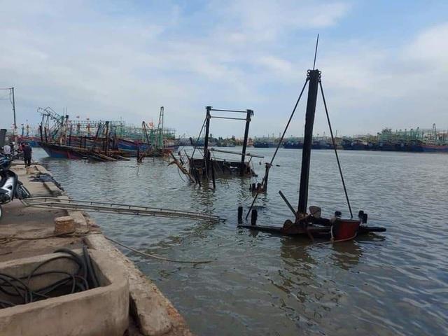 Toàn cảnh hiện trường vụ cháy 4 tàu cá chuẩn bị ra khơi, thiệt hại cả chục tỷ đồng - Ảnh 25.