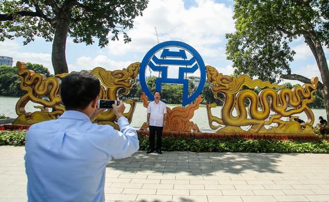 CLIP: Hà Nội rực rỡ cờ hoa kỷ niệm 1010 năm Thăng Long - Hà Nội  - Ảnh 5.