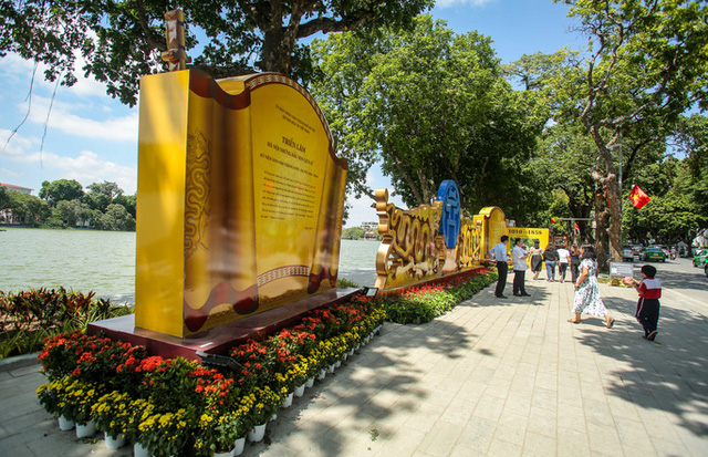 CLIP: Hà Nội rực rỡ cờ hoa kỷ niệm 1010 năm Thăng Long - Hà Nội  - Ảnh 6.