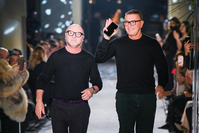 photo 8 16022922129402044522164 Dolce & Gabbana: Đế chế tạo nên từ chuyện tình hơn 20 năm của 2 ông hoàng thời trang, chia tay lại gây xôn xao vì lời tuyên bố về người yêu cũ