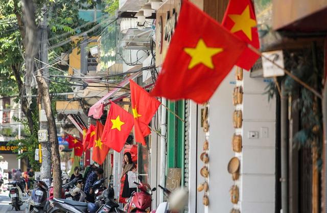 CLIP: Hà Nội rực rỡ cờ hoa kỷ niệm 1010 năm Thăng Long - Hà Nội  - Ảnh 9.
