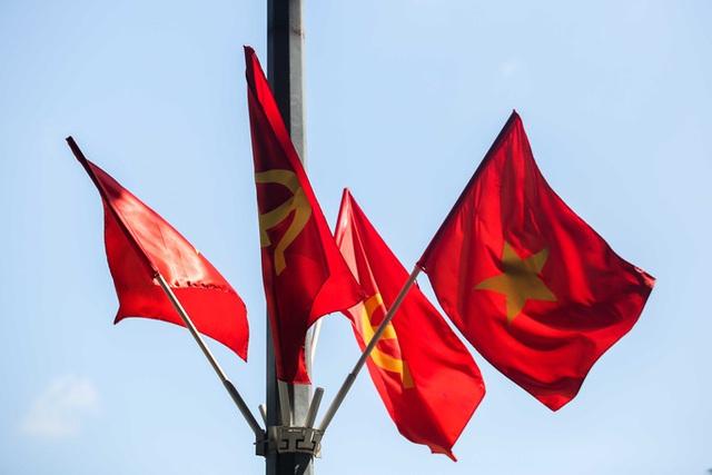 CLIP: Hà Nội rực rỡ cờ hoa kỷ niệm 1010 năm Thăng Long - Hà Nội  - Ảnh 10.
