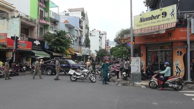 Bắt giữ kẻ cướp 2,1 tỉ đồng ở phòng giao dịch Techcombank tại Tân Phú  - Ảnh 1.