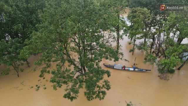 Chùm ảnh flycam: Trung tâm thành phố Huế ngập nặng do mưa lũ kéo dài, nước tiến sát mép cầu Trường Tiền - Ảnh 14.