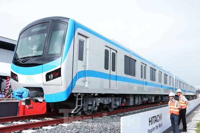Có gì bên trong đoàn tàu metro số 1 của TPHCM? - Ảnh 1.