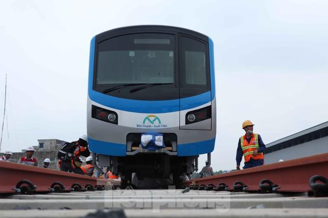Có gì bên trong đoàn tàu metro số 1 của TPHCM? - Ảnh 3.