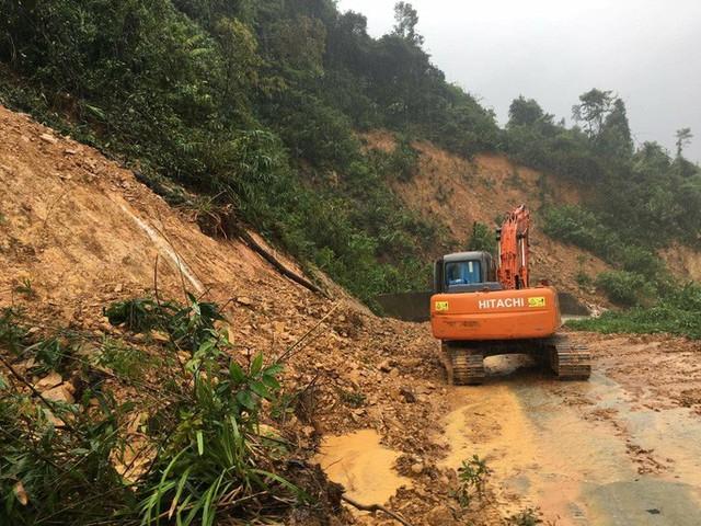 40 công nhân, chuyên gia thủy điện Rào Trăng 3 di chuyển bằng đường rừng đến Rào Trăng 4  - Ảnh 3.