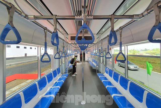 Có gì bên trong đoàn tàu metro số 1 của TPHCM? - Ảnh 5.