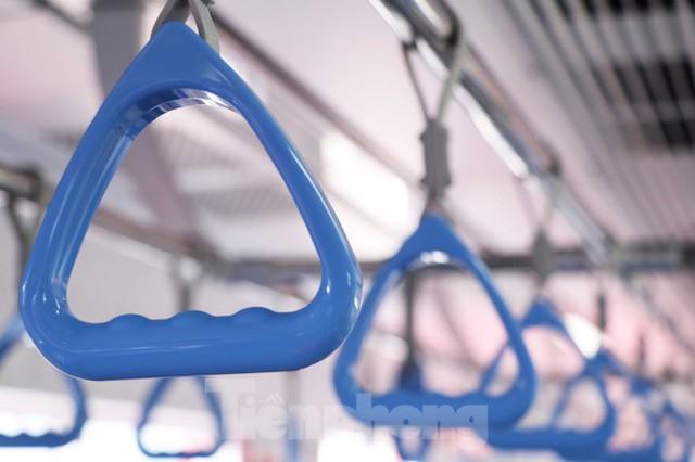 Có gì bên trong đoàn tàu metro số 1 của TPHCM? - Ảnh 6.