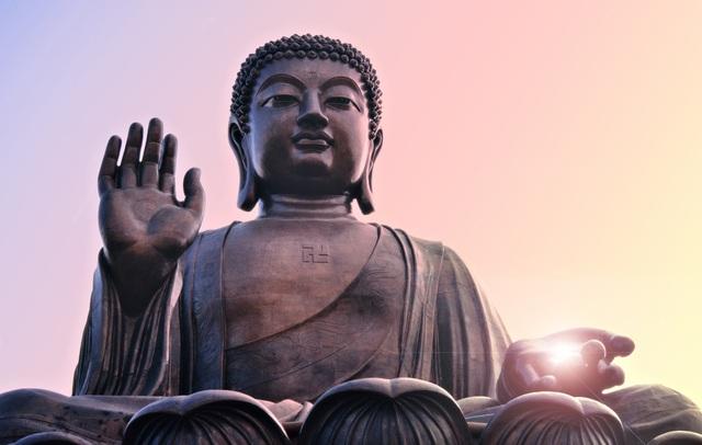 Chiếc khăn lụa và bài học của Đức Phật thức tỉnh chúng sinh: Vạn sự muốn gỡ nhất định phải học cách buông - Ảnh 1.