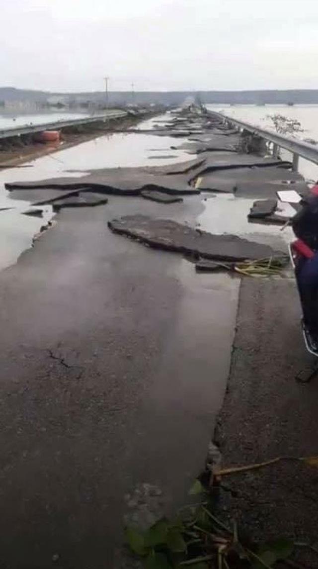 Chùm ảnh: Tuyến đường Quốc lộ 49B hư hỏng nặng  - Ảnh 2.