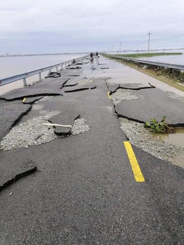 Chùm ảnh: Tuyến đường Quốc lộ 49B hư hỏng nặng  - Ảnh 3.