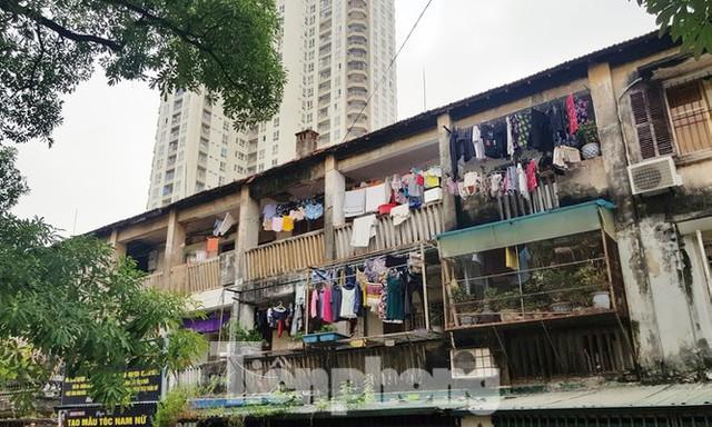 Sở Xây dựng cho rằng do vẫn chưa có nguồn kinh phí để thực hiện kiểm định chi tiết những công trình nhà tập thể, chung cư cũ của thành phố.