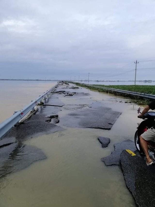 Chùm ảnh: Tuyến đường Quốc lộ 49B hư hỏng nặng  - Ảnh 6.