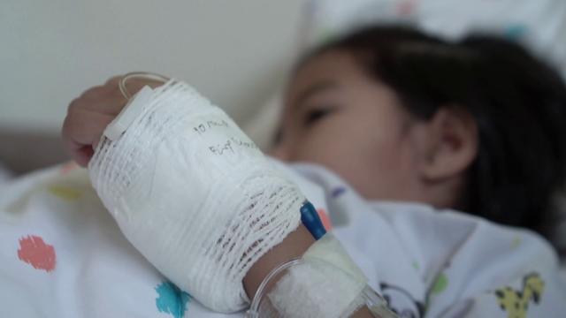 Mẹ ơi, con ngủ nhé! lời nhắn cuối cùng của em bé bị ung thư và hành trình 5 tháng chiến đấu với căn bệnh quái ác khiến ai đọc nước mắt cũng tuôn rơi - Ảnh 2.