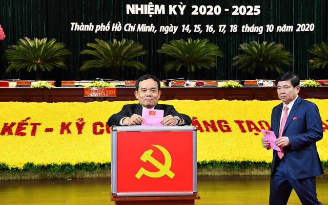 Đại hội Đảng bộ TPHCM đã bầu 61 Thành ủy viên khóa XI - Ảnh 2.