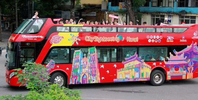 Hình ảnh xe buýt 2 tầng trong ngày đầu lăn bánh trở lại ở Hà Nội - Ảnh 1.