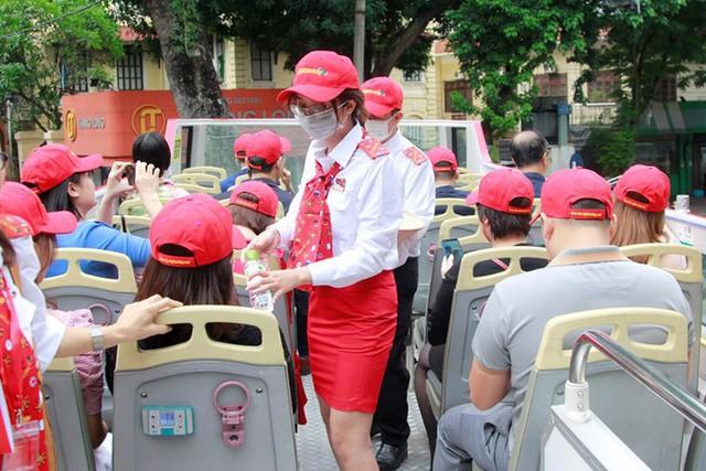 Hình ảnh xe buýt 2 tầng trong ngày đầu lăn bánh trở lại ở Hà Nội - Ảnh 2.