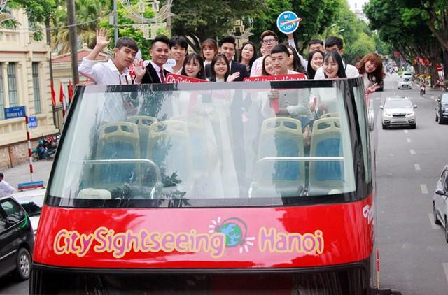 Hình ảnh xe buýt 2 tầng trong ngày đầu lăn bánh trở lại ở Hà Nội - Ảnh 4.