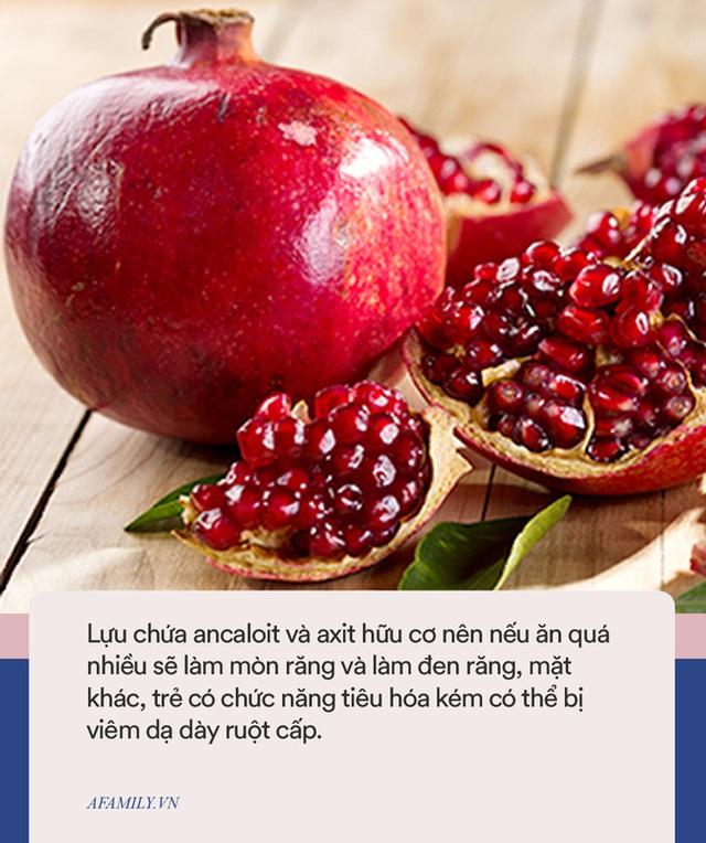 Bé gái 3 tuổi thủng dạ dày sau khi ăn hồng, cảnh báo một số loại trái cây mùa thu bố mẹ cần cẩn thận khi cho trẻ ăn  - Ảnh 4.