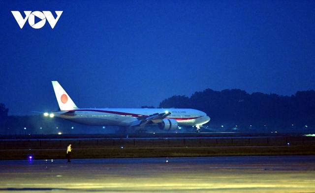 Hình ảnh Thủ tướng Suga Yoshihide và đoàn cấp cao Nhật Bản đến Nội Bài  - Ảnh 4.