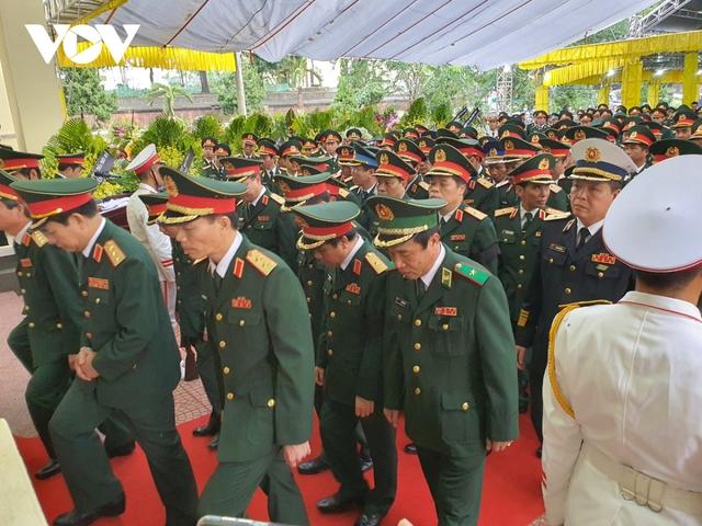 Xúc động Lễ viếng và truy điệu 13 liệt sĩ hy sinh khi tìm kiếm cứu nạn tại Rào Trăng 3 - Ảnh 12.