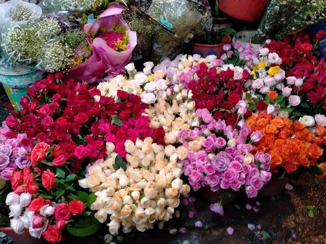 TP.HCM: Hoa tươi bắt đầu tăng giá trước ngày lễ 20/10 - Ảnh 3.