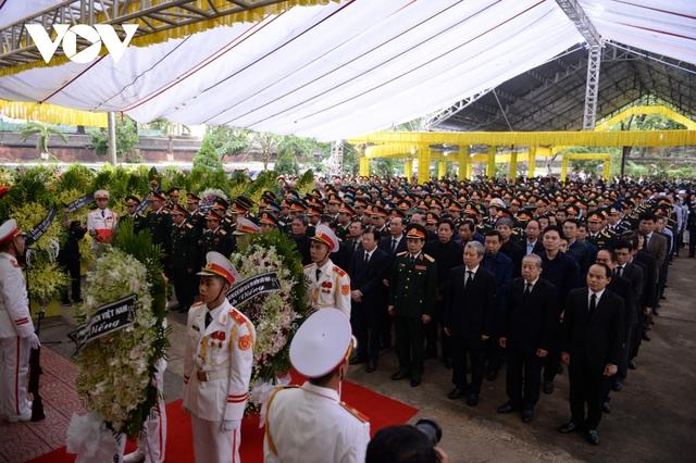 Xúc động Lễ viếng và truy điệu 13 liệt sĩ hy sinh khi tìm kiếm cứu nạn tại Rào Trăng 3 - Ảnh 22.