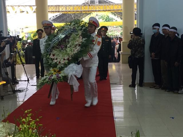 Xúc động Lễ viếng và truy điệu 13 liệt sĩ hy sinh khi tìm kiếm cứu nạn tại Rào Trăng 3 - Ảnh 24.