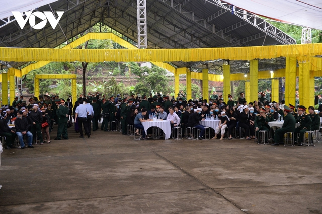 Xúc động Lễ viếng và truy điệu 13 liệt sĩ hy sinh khi tìm kiếm cứu nạn tại Rào Trăng 3 - Ảnh 28.