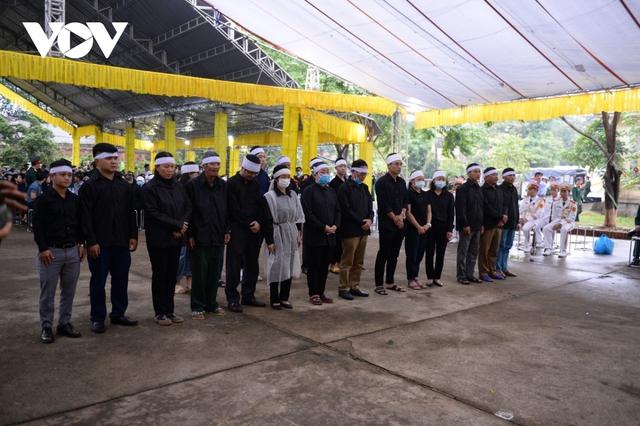 Xúc động Lễ viếng và truy điệu 13 liệt sĩ hy sinh khi tìm kiếm cứu nạn tại Rào Trăng 3 - Ảnh 30.