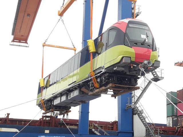 Cận cảnh đoàn tàu đầu tiên tuyến metro Nhổn-ga Hà Nội về tới cảng Hải Phòng  - Ảnh 6.