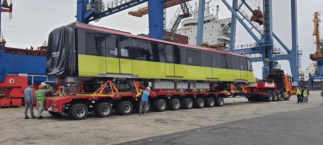 Cận cảnh đoàn tàu đầu tiên tuyến metro Nhổn-ga Hà Nội về tới cảng Hải Phòng  - Ảnh 7.