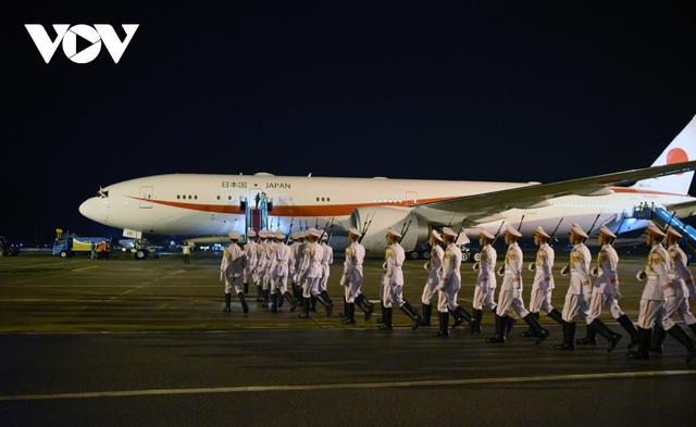 Hình ảnh Thủ tướng Suga Yoshihide và đoàn cấp cao Nhật Bản đến Nội Bài  - Ảnh 8.
