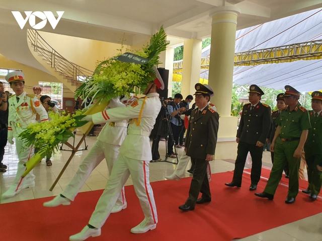 Xúc động Lễ viếng và truy điệu 13 liệt sĩ hy sinh khi tìm kiếm cứu nạn tại Rào Trăng 3 - Ảnh 7.