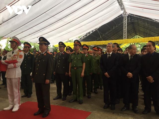Xúc động Lễ viếng và truy điệu 13 liệt sĩ hy sinh khi tìm kiếm cứu nạn tại Rào Trăng 3 - Ảnh 8.