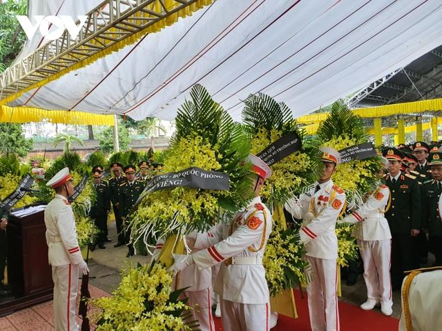 Xúc động Lễ viếng và truy điệu 13 liệt sĩ hy sinh khi tìm kiếm cứu nạn tại Rào Trăng 3 - Ảnh 10.