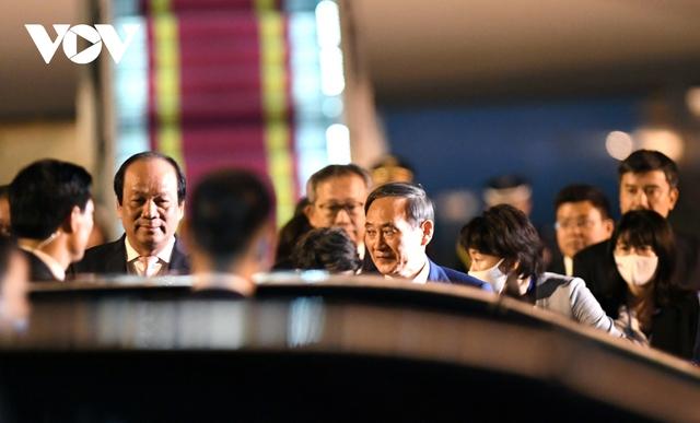 Hình ảnh Thủ tướng Suga Yoshihide và đoàn cấp cao Nhật Bản đến Nội Bài  - Ảnh 12.